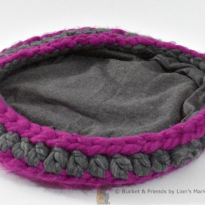 Crochet cat bed. Gray and magenta.