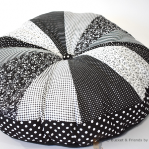 Pouf dog bed. Fluffy and soft. Black and white.