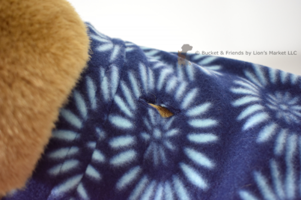 Soft and warm fleece dog coat size extra large by bucketandfriends.com. Navy blue with blue daisy design.