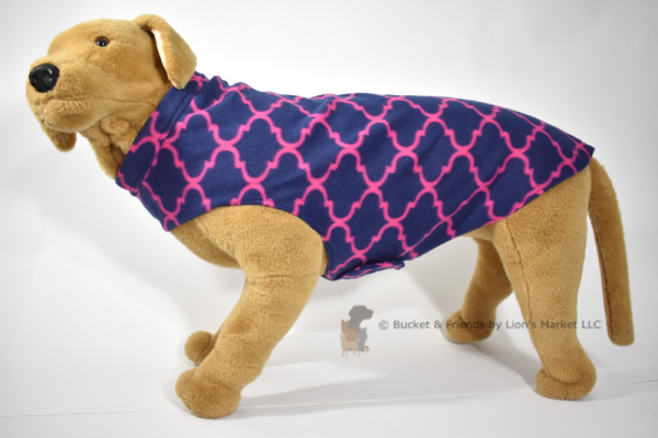 Soft and warm fleece dog coat size extra large by bucketandfriends.com. Navy blue with magenta design.