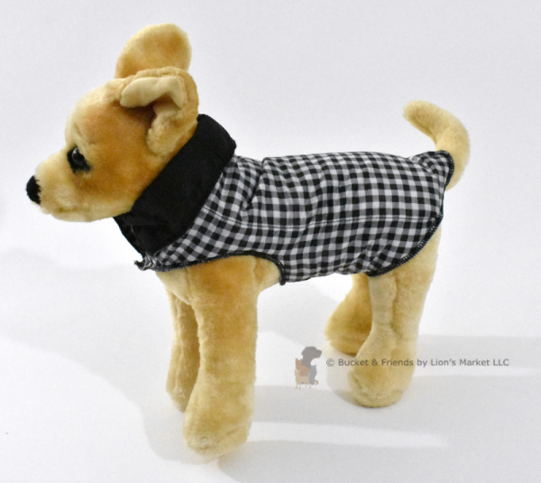 Warm and insulated dog coat. Black and white check.